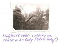 V Hájkově rokli s vlčaty na chatě u br. Oldy