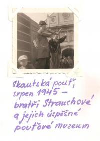Skautská pouť - srpen 1945 - bratři Strauchové a jejich úspěšné pouťové muzeum