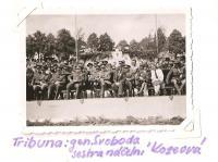 Sraz Jiráskovy východočeské oblasti - Josefov 1946 - tribuna (generál Svoboda, sestra náčelní Koseová