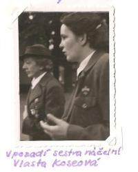 Sraz Jiráskovy východočeské oblasti - Josefov 1946 - v pozadí sestra náčelní Koseová