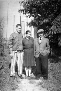 Richard Jung s rodiči, krátkou dobu po propuštění z Malé pevnosti