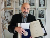 Tomáš Halík s cenou R. Guardiniho v roce 2010