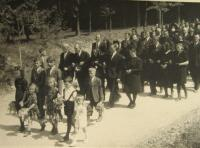b_desc The funeral of men murdered in the the Zákřov massacre - 14 May 1945 - Zdeňka Oherová (Calábková) in the middle of the first row