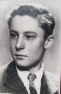 Bratr pamětnice Drahomír Marek, který byl v 17 letech zavražděn  20. dubna 1945 v lese u samoty Kyjanice