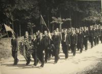 Pohřeb zavražděných mužů při zákřovské tragédii-14. května 1945