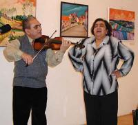Emilie Machálková při představování knihy Memoáry romských žen (2005)