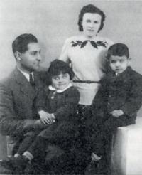 Strýc Tomáš s rodinou