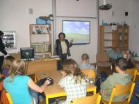 Emilie Machálková vypráví žákům ZŠ Jarošova Brno svůj příběh (2010)
