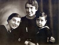 Pavel Fried se sestrou Erikou a matkou Martou