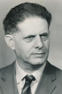 Tatínek, 1966.