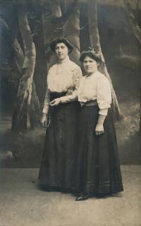 5-maminka  pamětnice - Anastázie Charvátová