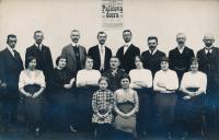 8- Divadelní soubor z Lenešic u Loun