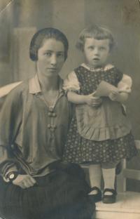 x12-sestřenice Jožka se svou maminkou