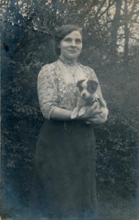 x16-Anastázie Charvátová - maminka pamětnice