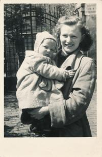 18 - the witness with her son Josef (1953)