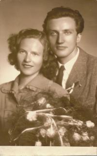 x25 - Josef a Blanka Císařovských (svatební foto 1949)