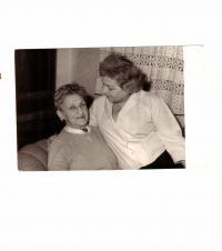 Maminka s paní Reicinovou