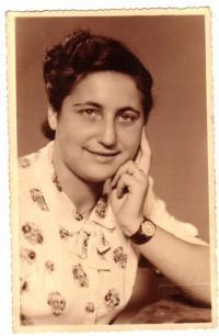 Maminka po válce (II)