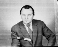 """""""Uniformy jsem nikdy neměl rád"""" říká bývalý major StB Vratislav Herold (na snímku z 60. let tentokrát v """"civilu"""")"""
