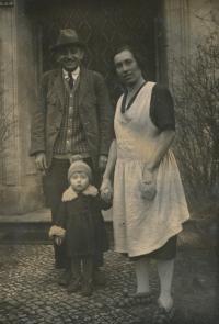 František Suchý s rodiči 1929