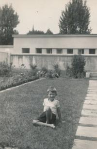 František Suchý 1935 u krematoria