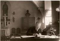 Otec Jaroslav Krejcárek, farář CČSH v roce 1940