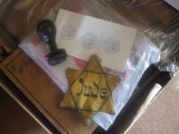 Policejní razítko jako symbol koncentračního tábora