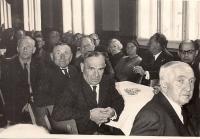 Meeting fellow prisoners in Dora (A. Hnátek bottom right)