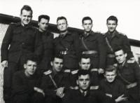 Na vojenském učilišti v Praze, 1953 (Alois Kubiš je třetí zprava v dolní řadě)