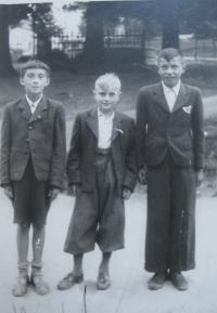 Černá Hora- 1942 -Alois Kubiš s kamarády (pamětník uprostřed-foceno těsně před jeho zatčením gestapem)