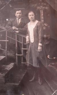 Otec Alexandr se sestrou Věrou v mládí