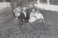 Rodina Lucukova v parku v Rovně v roce 1959 (zleva Věra, Alexandr, Věra, Rostislav)