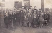 Děti z kolonie Čína v roce 1933 nebo 1934