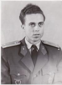 Miloslav Neuberg v roce 1951 po přeškolení na proudový letoun MiG-15