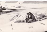 Miloslav Neuberg v letadle MiG-19 v Pardubicích