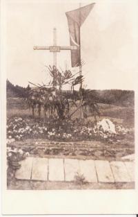 Hrob zavražděných mužů v Javoříčku