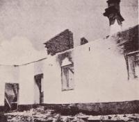 Jeden z vypálených domů v Javoříčku
