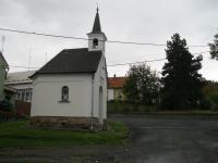 Kaple z roku 1884 na návsi ve Veselíčku u které stojí dům pamětníka