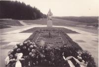 Památník zavražděným mužům v Javoříčku