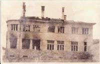 Vypálený hotel  v Javoříčku, který postavil Adolf Pospíšil, rodák z Veselíčka-tento hotel byl postaven v roce 1941 a od roku 1942 zabrán nacistickou organizací SS v Bouzově