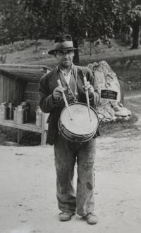 František Vaňák- obecní bubeník Veselíčka a Březiny za první republiky