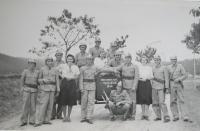 Sbor dobrovolných hasičů Veselíčko, který  9. dubna 1945 jel hasit hájenku v Javoříčku a přitom byl zastřelen starosta Veselíčka František Malínka (pamětník druhý zprava)