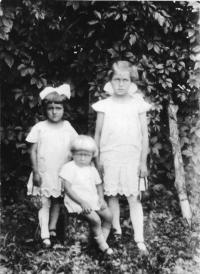 Jan Křivka se sourozenci na Volyni
