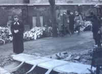 Jakub S. Trojan na Olšanských hřbitovech 25.1.1969 na rakví Jana Palacha