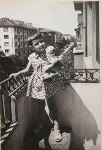Gabriela Bairová - Stoyanová v Sofii v dětství
