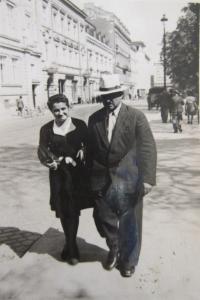 Matka pamětnice Kina Bairová s dědečkem Bohdanem Nedialkovem Vasiljevem