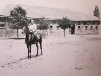 Otec Stefan Bairov ve vojenské akademii v Bulharsku