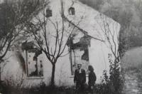 Dům rodiny Vlčků (pamětnice) po vypálení
