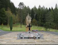 Památník od sochaře Jana Třísky, který připomíná vypálení Javoříčka, říjen 2011