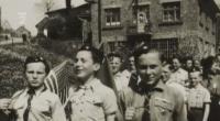skauti z Police na oslavách z konce války - vlevo jde Bohuslav Strauch, vpravo Zdeněk Streubel